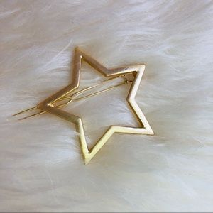 3 FOR $25 • Delicate Gold Star Hair Barrette 🌟